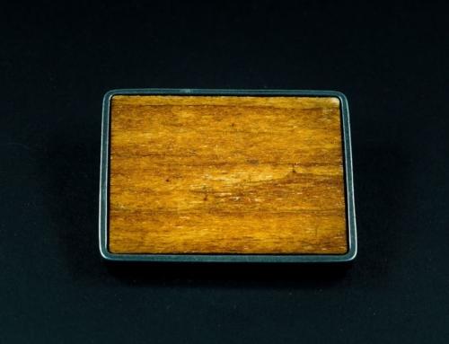 Klamra z drewnem